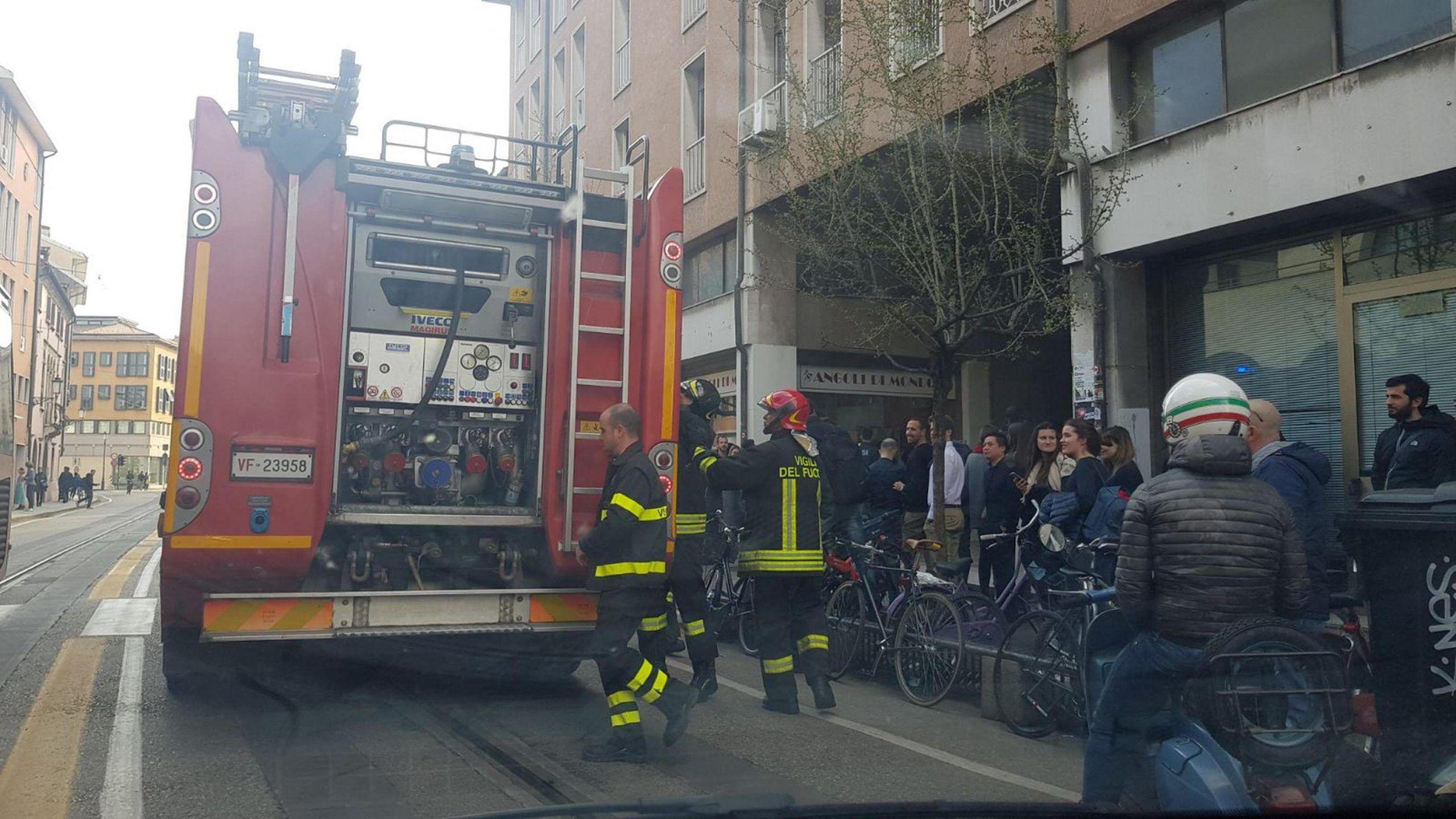 Casa in fiamme a Padova madre e figlio trovati morti abbracciati