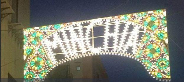 Palermo spunta la scritta 'minchia' su una luminaria e scatta la polemica