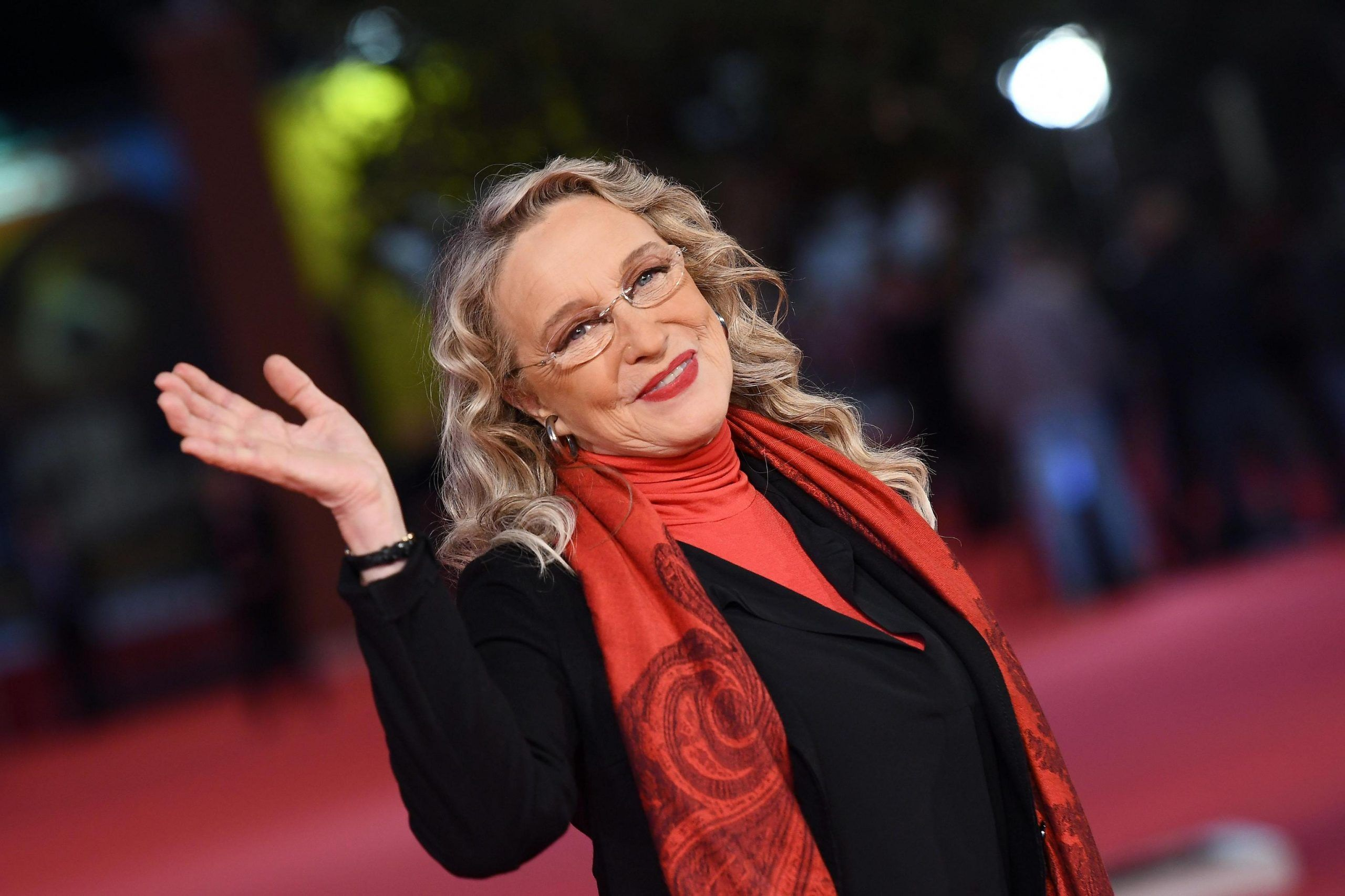 Gf Vip 3, Eleonora Giorgi offende Benedetta Mazza: 'Ha un cu*** enorme'. I fan insorgono