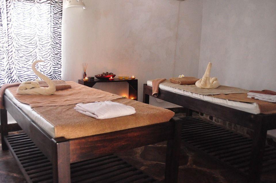 Stupro al centro massaggi di Cava de' Tirreni, così il branco ha soggiogato il 17enne