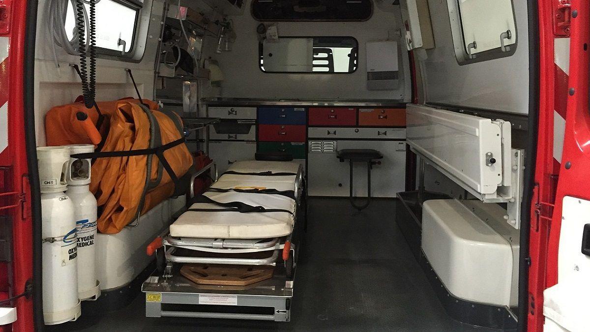 Sessantenne obesa non riesce ad andare in ospedale: nessuno non può caricarla sull'ambulanza