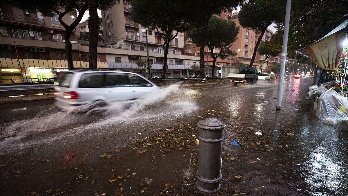 Torna il maltempo, Italia sommersa: temporali, vento, frane e paesi isolati