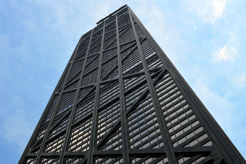 Ascensore precipita per 84 piani: panico sul grattacielo