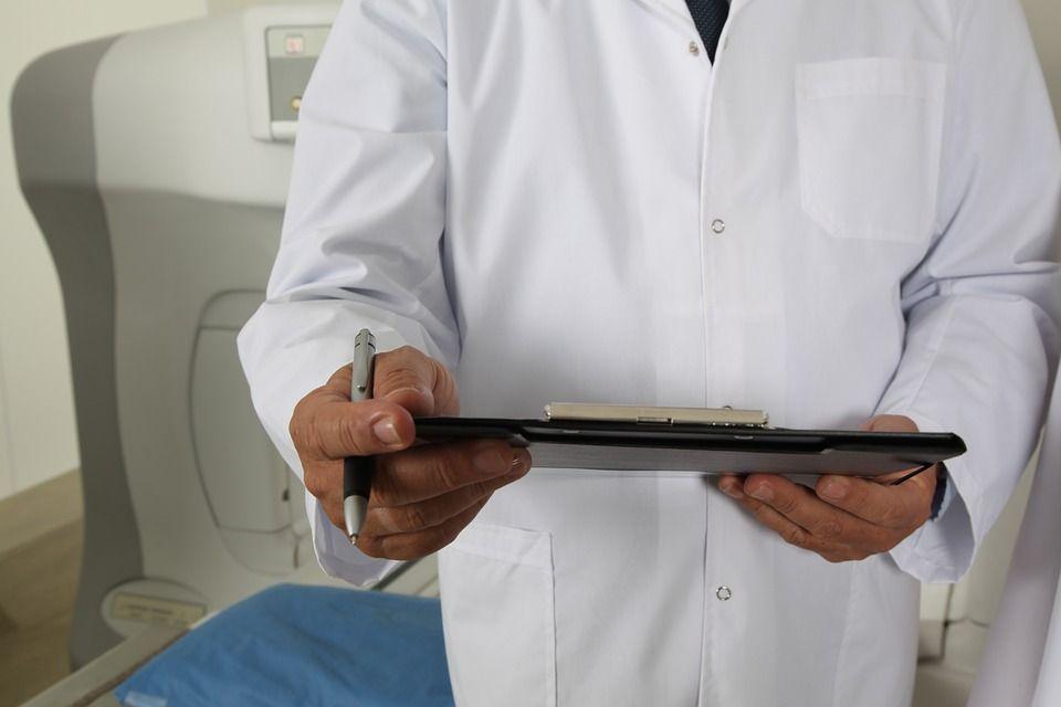 Falso chirurgo italiano in Romania: operava ma aveva solo la licenza media