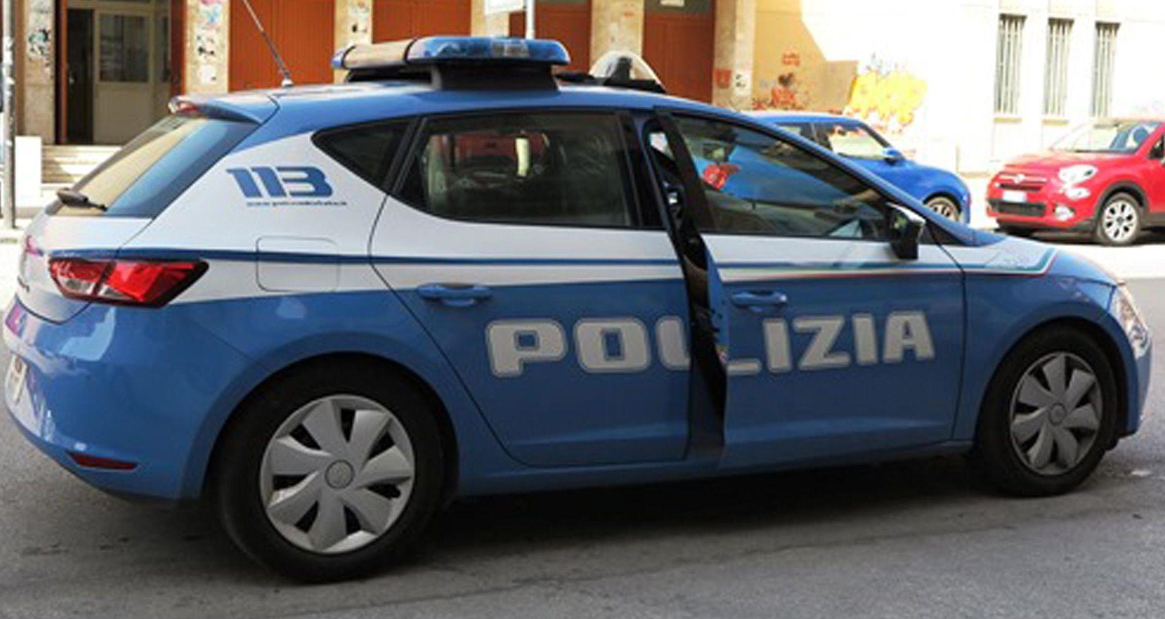 Viareggio, blitz antidroga: poliziotto colpito alla testa con una bottiglia