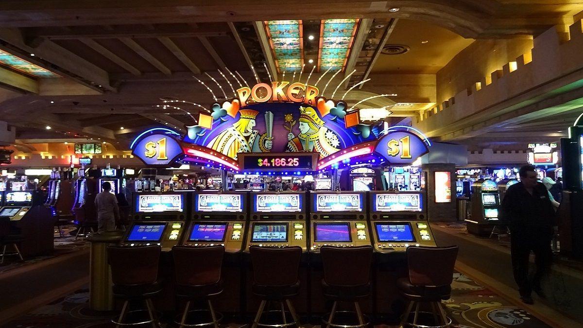 Coppia di suore ruba mezzo milione di dollari dalle rette scolastiche per andare ai casinò di Las Vegas