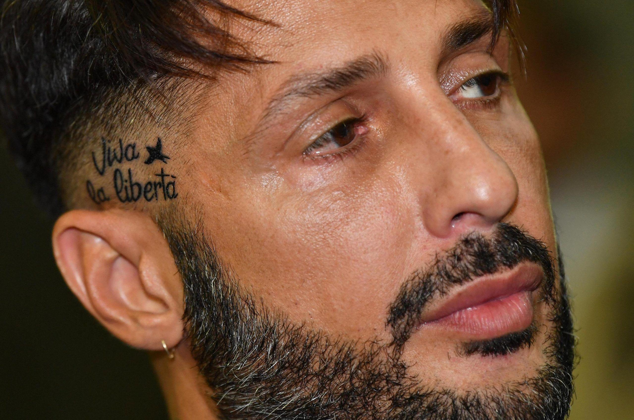 Fabrizio Corona inaugura il suo magazine e pubblica i messaggi di Asia Argento