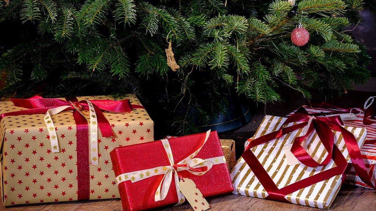 Germania: bimbo di 9 anni non riceve i regali richiesti a Babbo Natale e chiama la Polizia