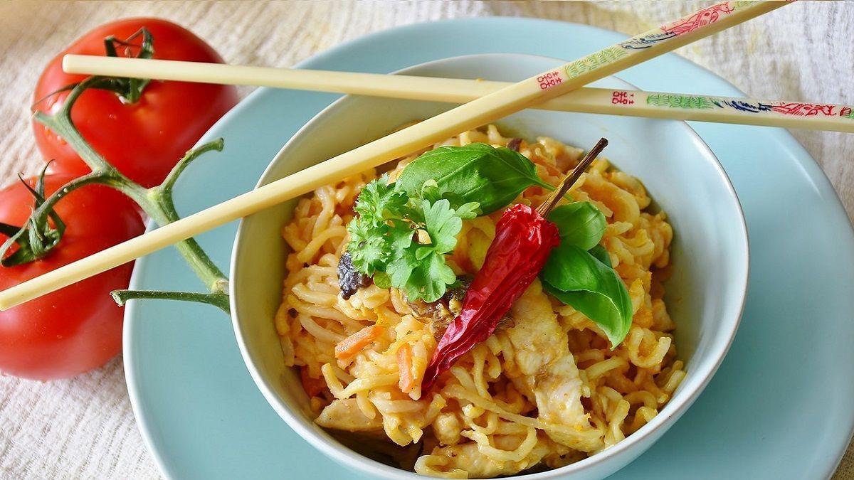 Mangia cibo cinese e resta paralizzato: 40enne intossicato dal pollo