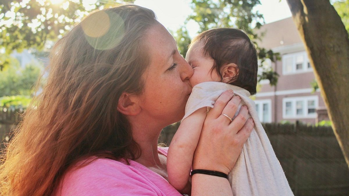 Neonata di due settimane uccisa da un bacio: un parente le ha trasmesso l'Herpes