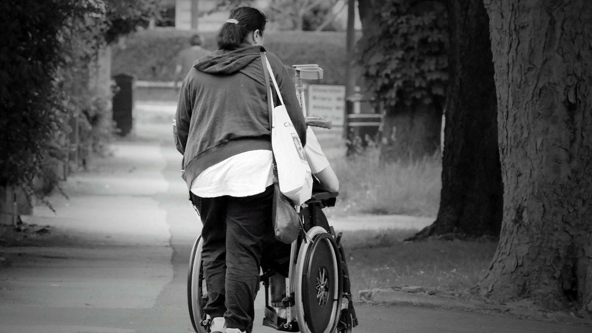 Reggio Emilia, 20enne disabile cerca amici: è disposto a pagarli 7 euro all'ora