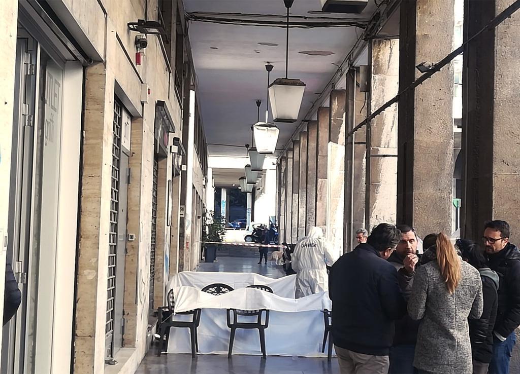 Clochard ucciso a Palermo da un 16enne per 25 euro: l'omaggio della città ad Aldo