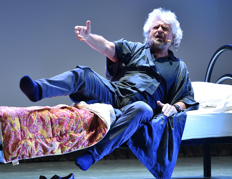 Rai, 30 mila euro a Beppe Grillo per gli sketch in prima serata?  È polemica