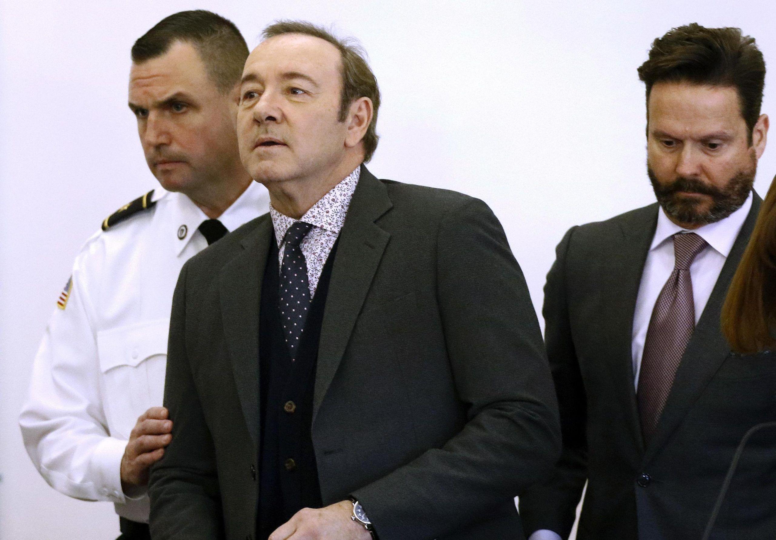 Kevin Spacey in tribunale per le accuse di molestie: rischia fino a 5 anni