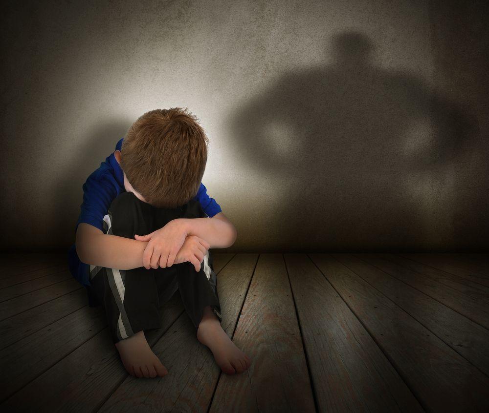 Bambino ucciso dal padre a 6 anni: non aveva fatto i compiti