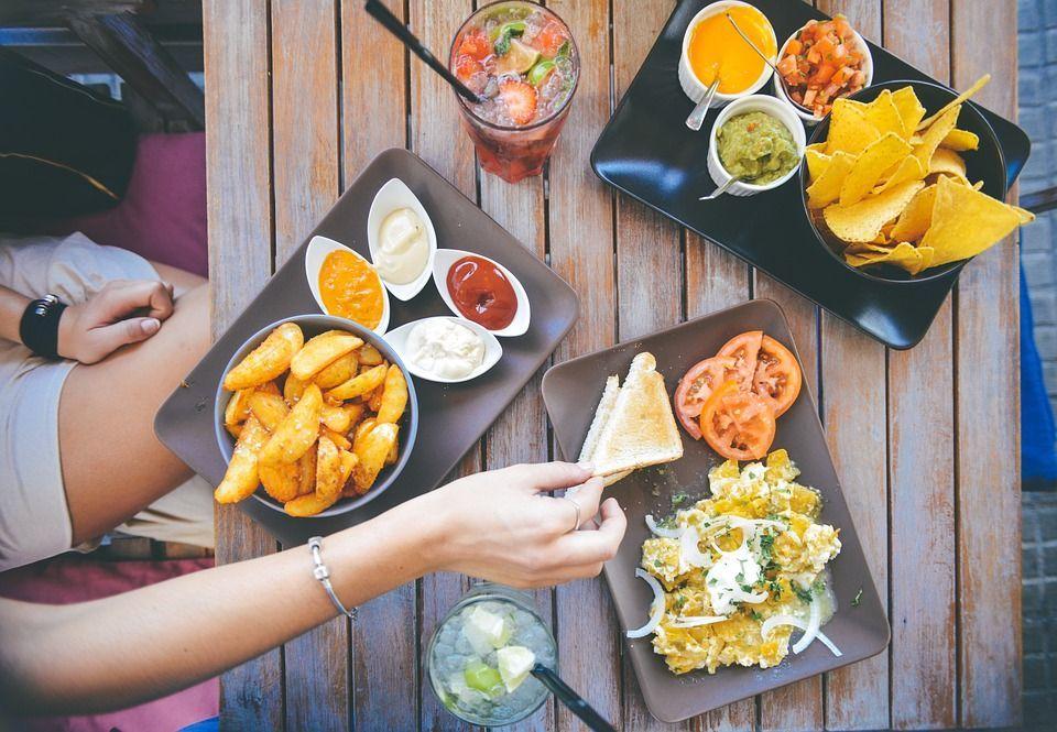 Italiani a tavola: gli errori più comuni e clamorosi a pranzo