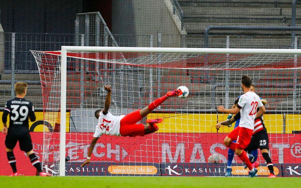 Anthony Modeste segna un gol