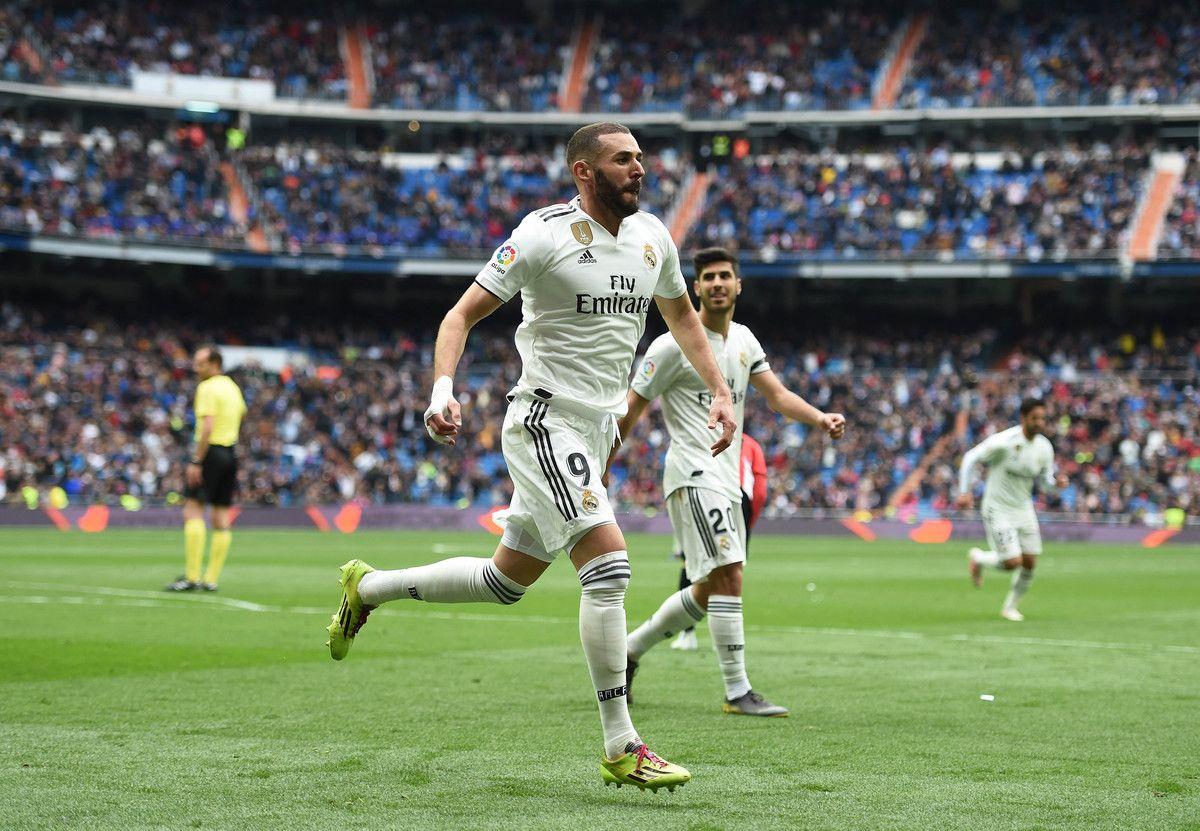 Benzema e Asensio durante una partita del Real Madrid
