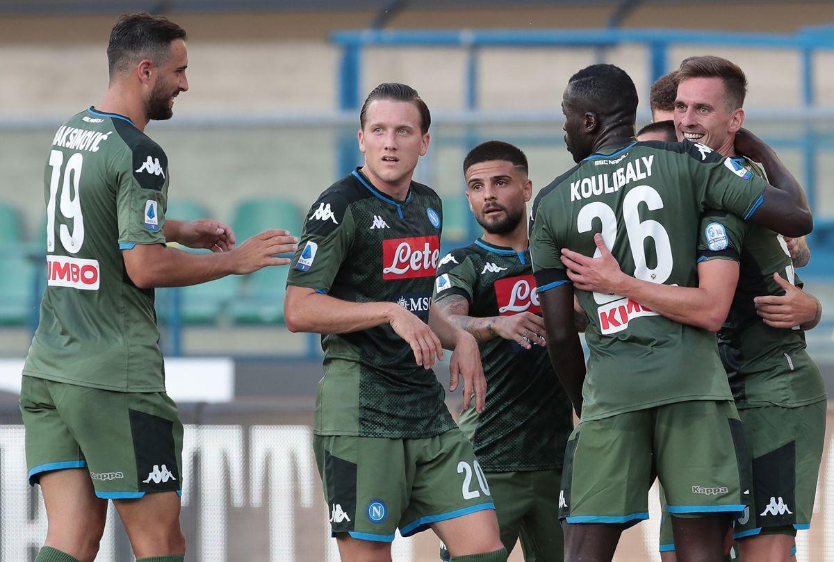 L'esultanza dei giocatori del Napoli dopo il gol di Milik