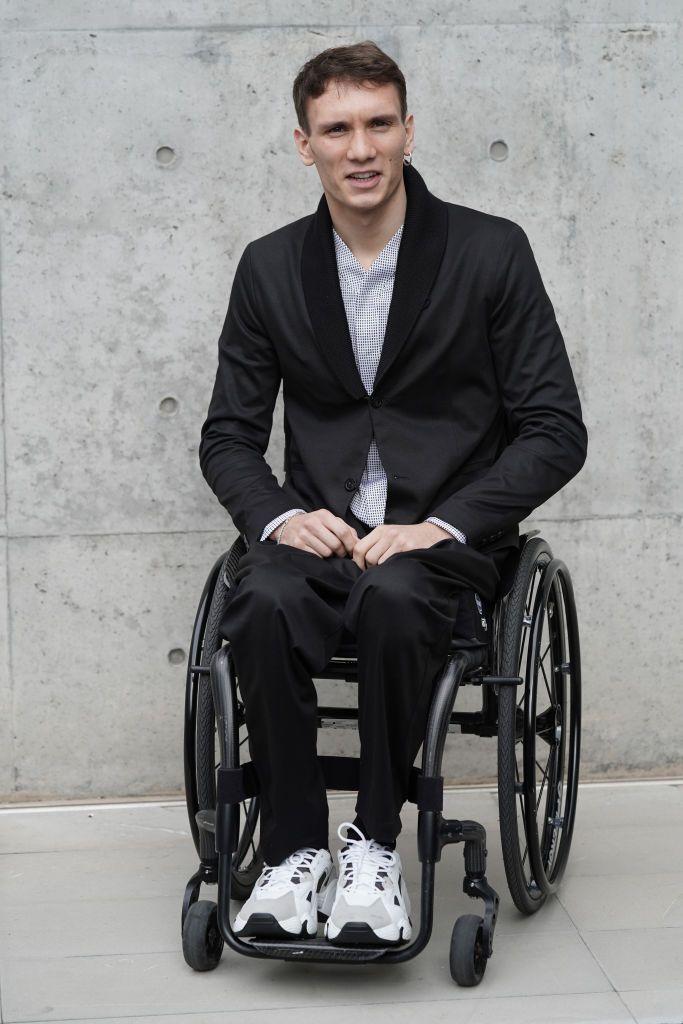 Manuel Bortuzzo sulla sedia a rotelle
