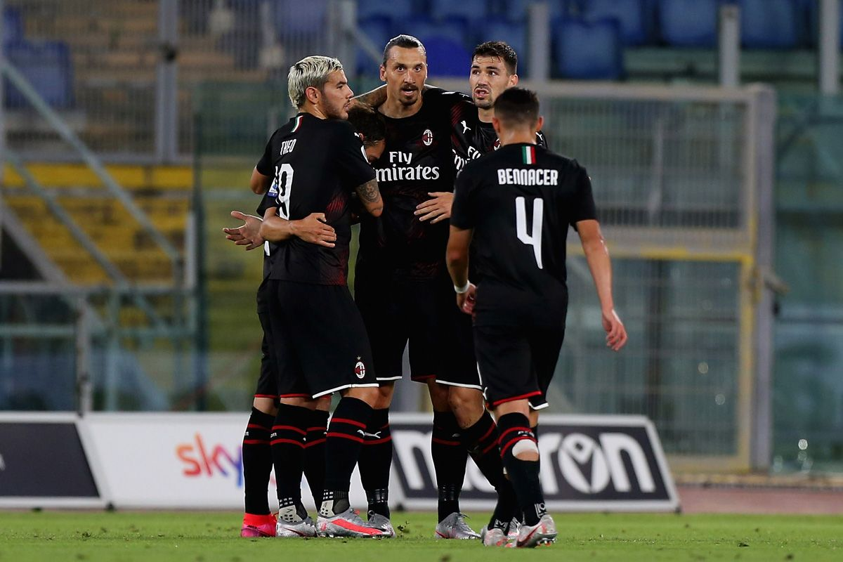 I giocatori del Milan esultano dopo un gol