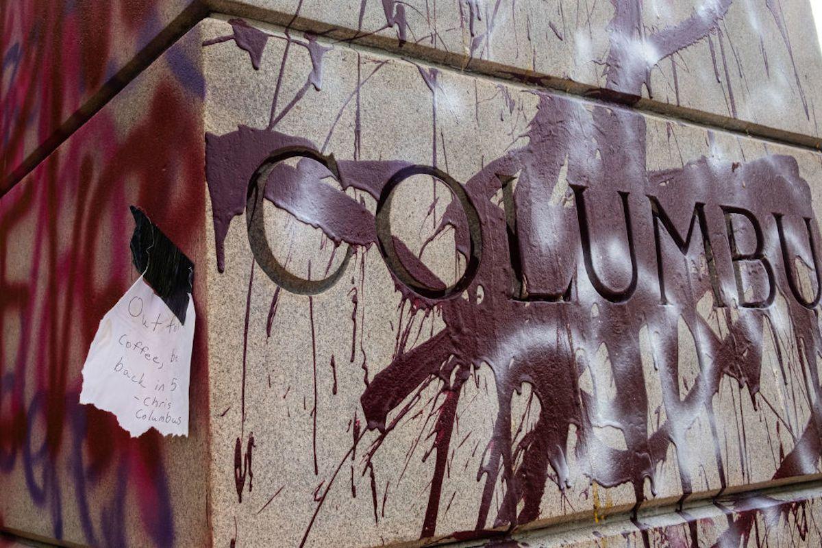 Statua Cristoforo Colombo imbrattata