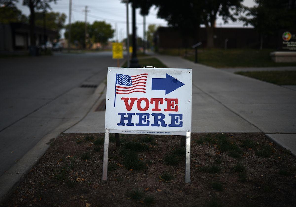 """Elezioni USA: Iran e Russia minacciano il voto. Obama: """"Reputazione Usa a pezzi"""""""