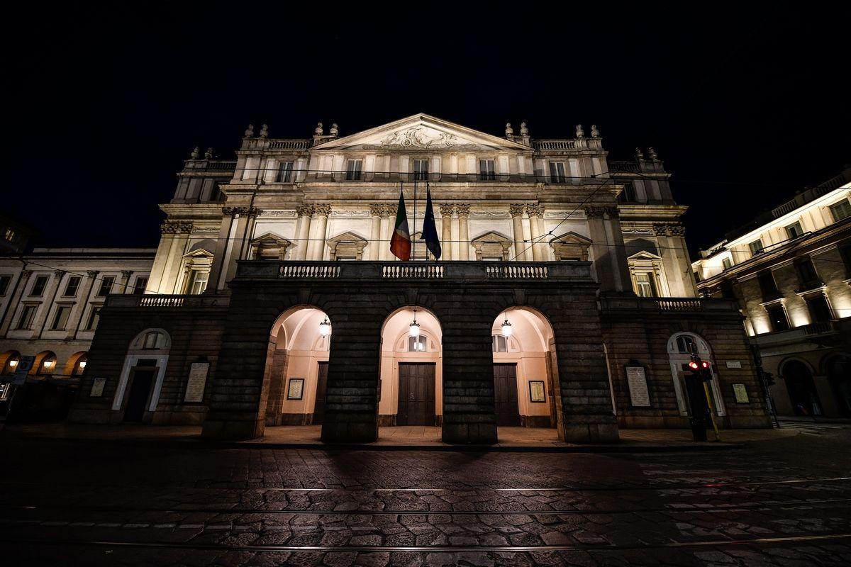 Teatro alla Scala di Milano cancella la campagna abbonamenti: non accadeva da 100 anni