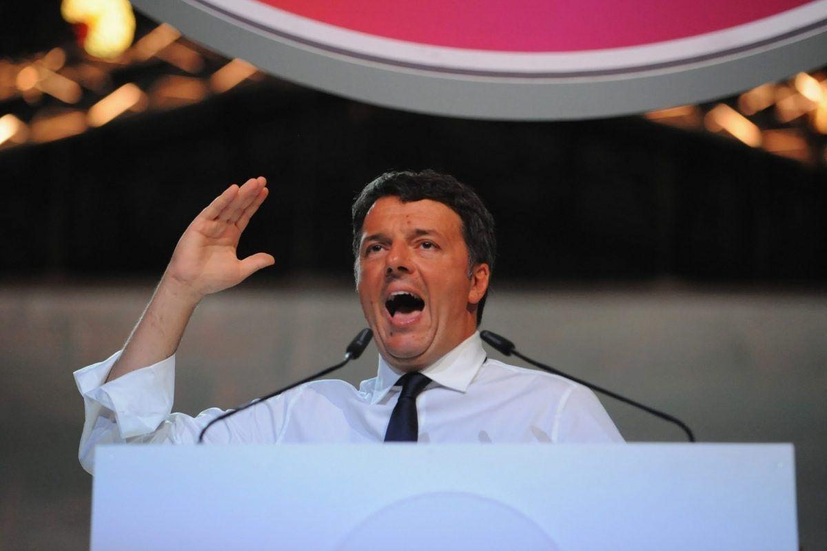 Matteo Renzi mentre parla alla decima Leopolda