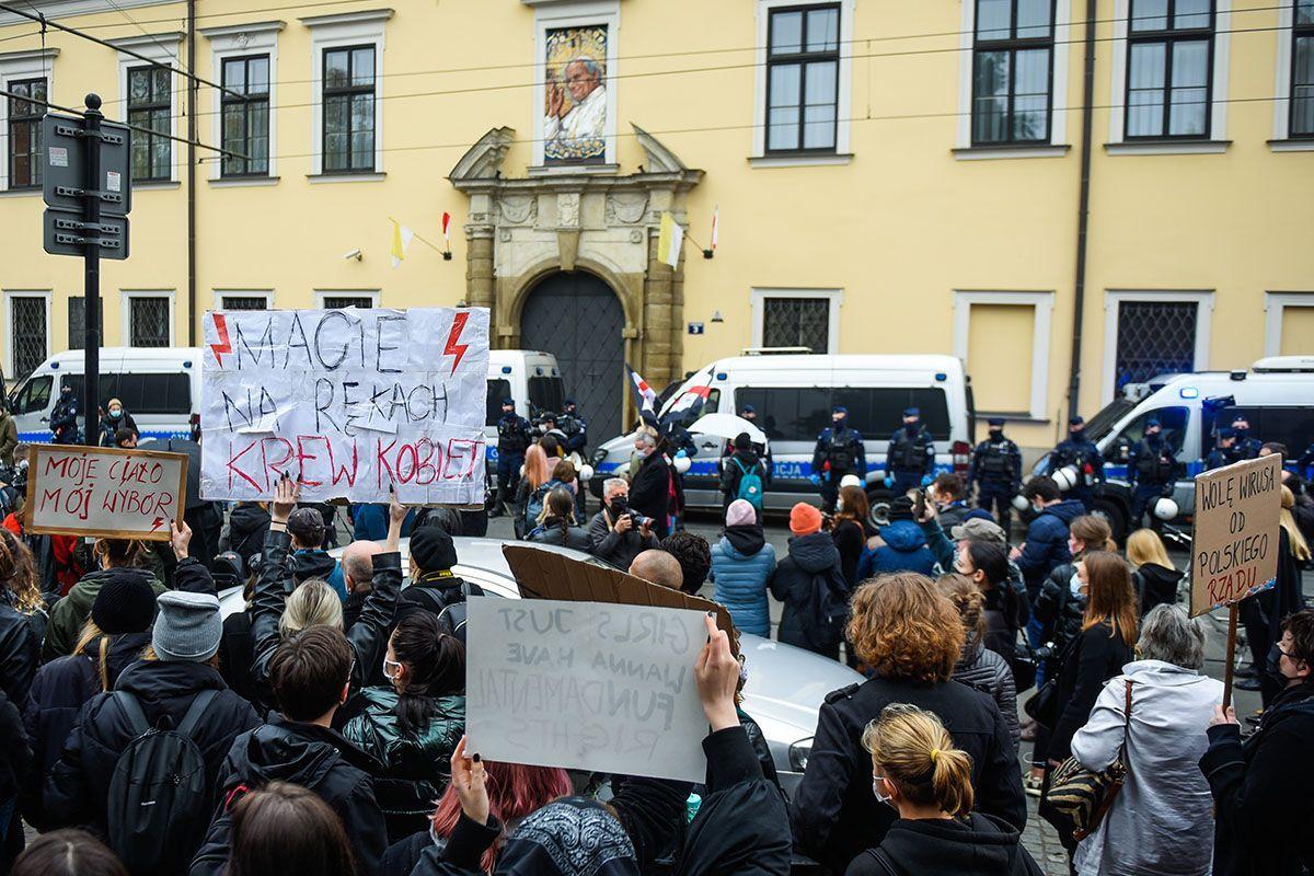 Polonia, continuano le proteste contro il divieto all'aborto