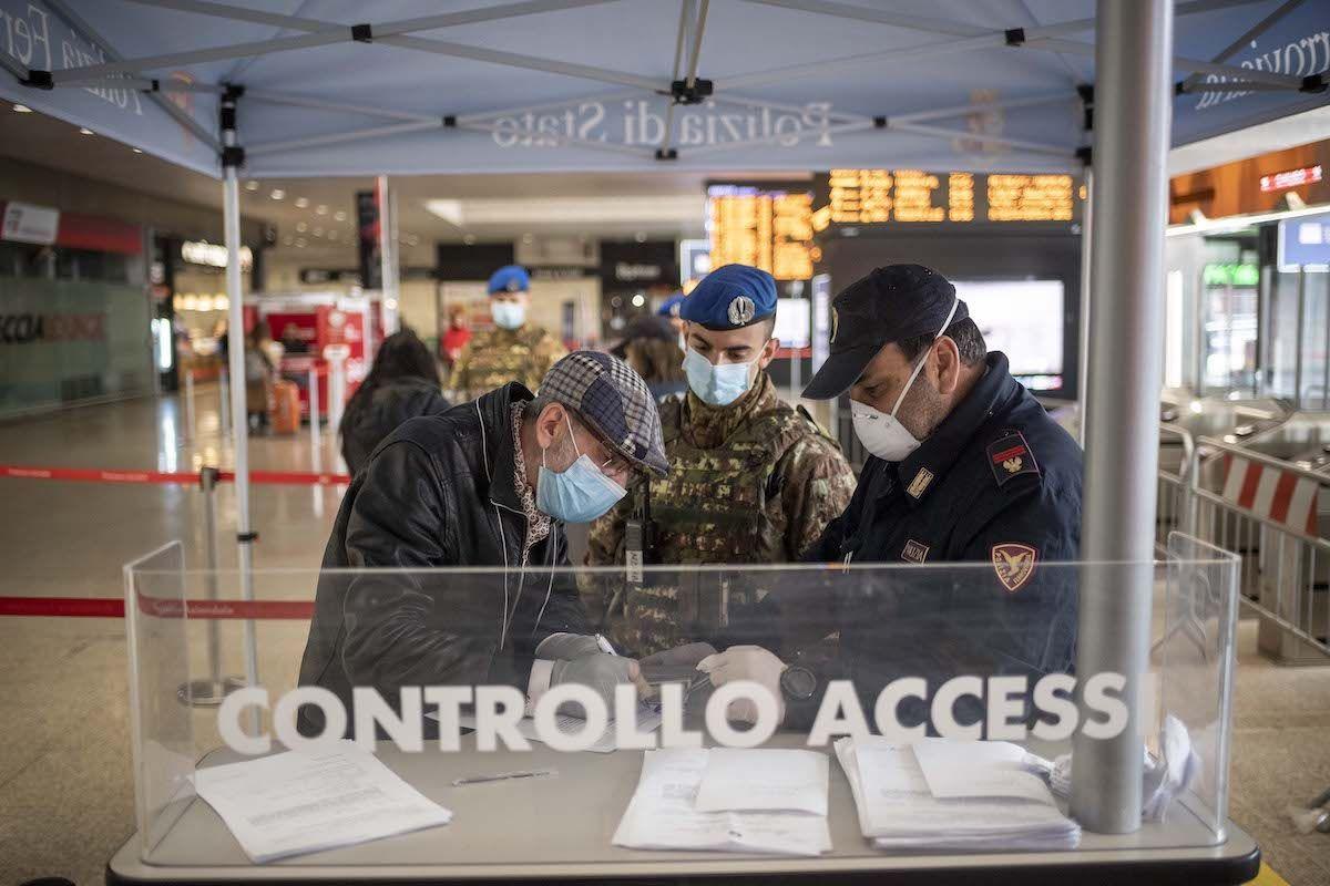 Controllo accessi Covid-19 Polizia Stazione