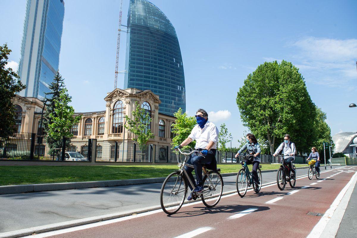 Biciclette Milano covid-19 mascherine bonus mobilità
