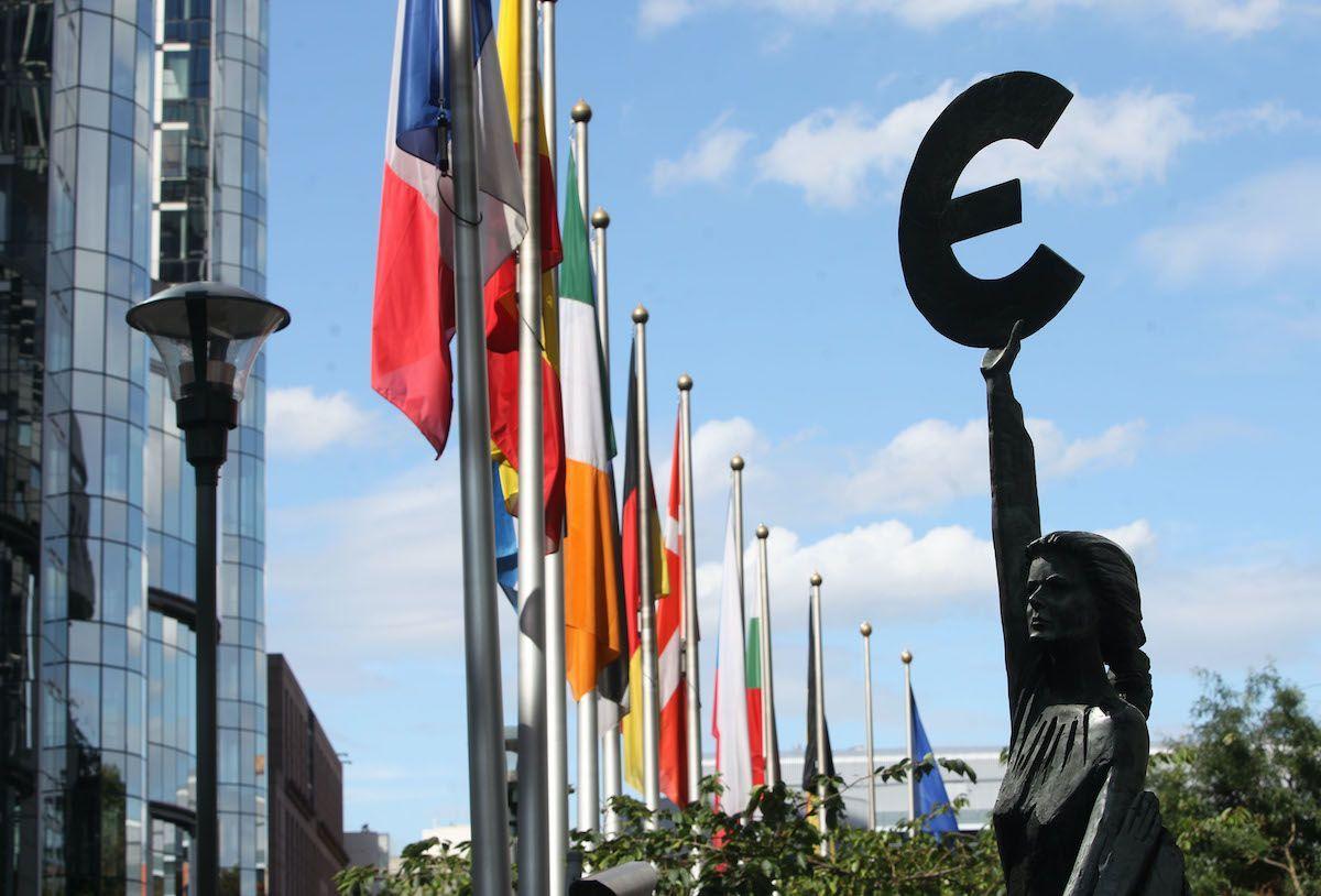 Bruxelles parlamento europeo euro bandiere