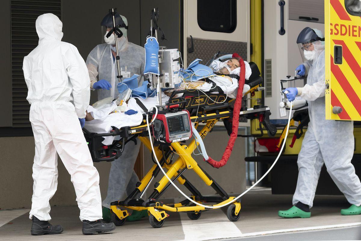 soccorsi paziente Covid-19 barella