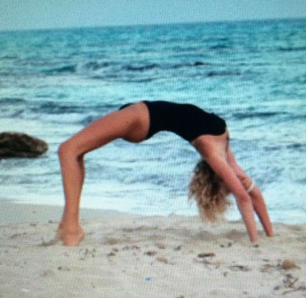 Alessia Marcuzzi in spiaggia