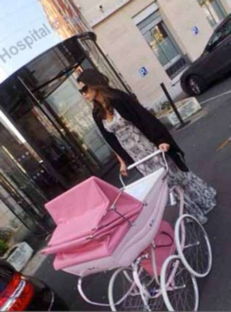Claudia Galanti e la carrozzina rosa