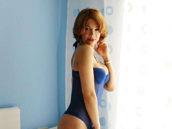 Efe Bal in lingerie