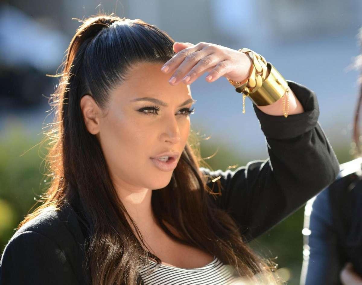 Kim guarda lontano