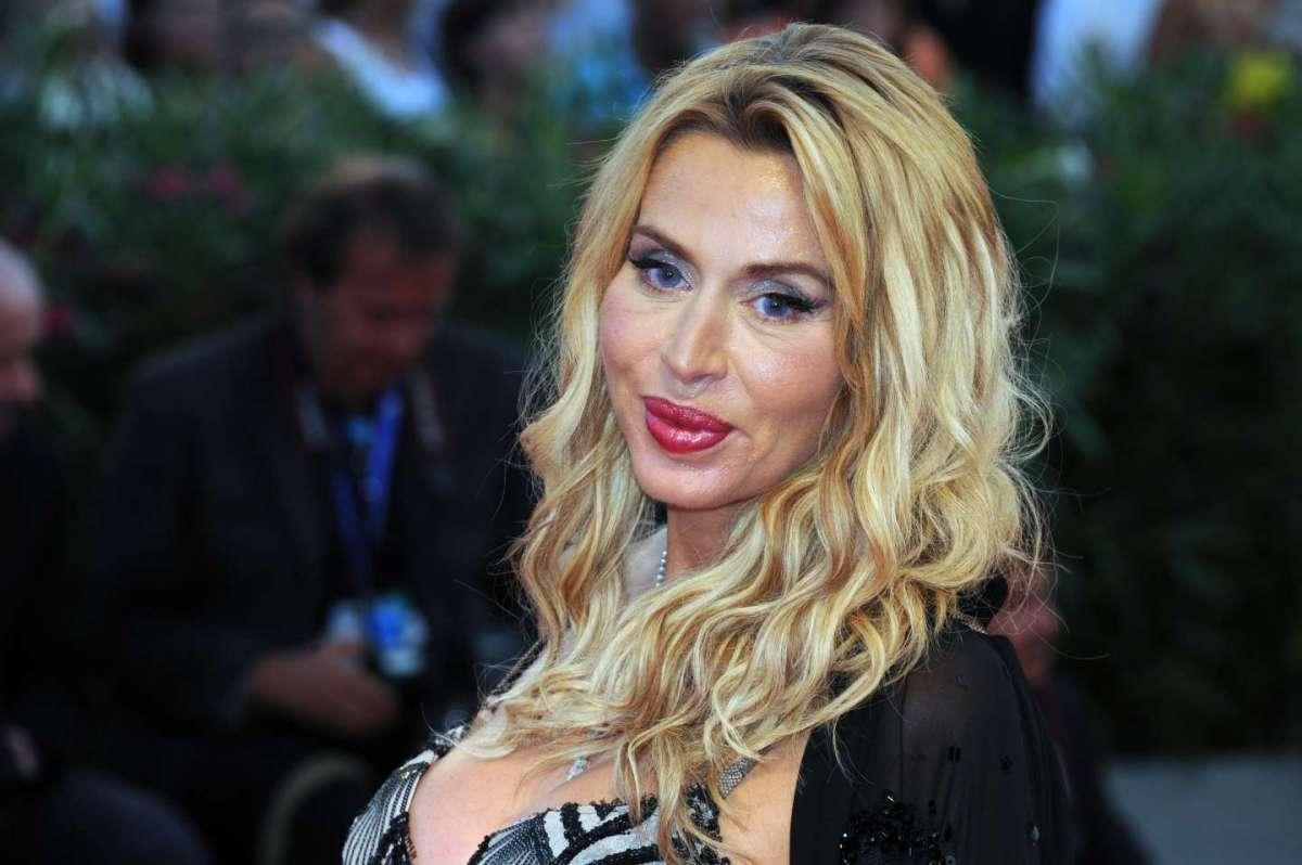 Valeria Marini, la biografia della showgirl