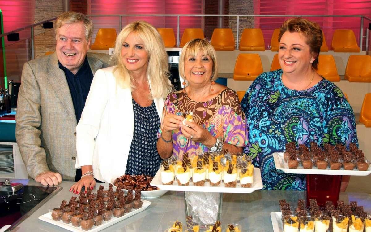 Antonella Clerici con gli ospiti de La prova del cuoco