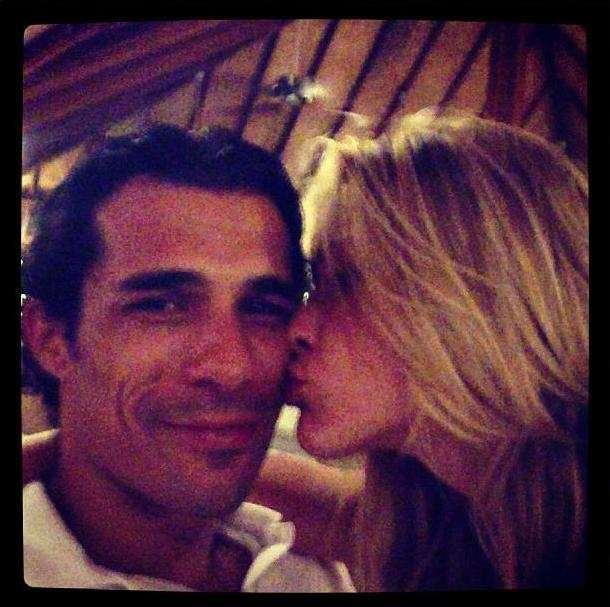 Elena Santarelli bacia il calciatore