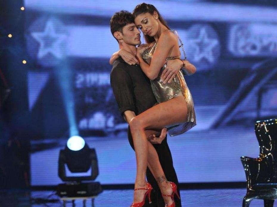 Stefano De Martino balla con Belen