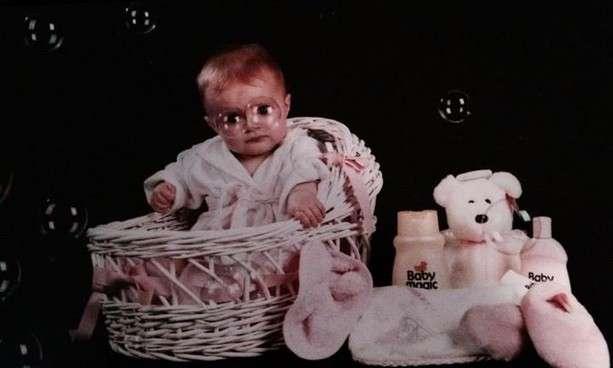 Bambino con bolle di sapone