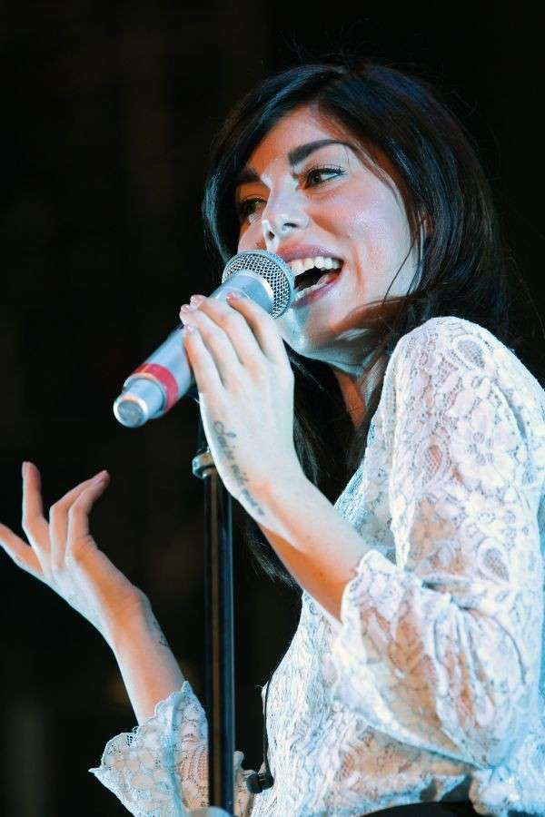Bianca Atzei canta