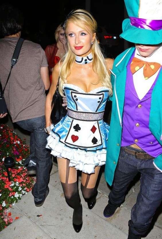 Paris Hilton è Alice ad Halloween