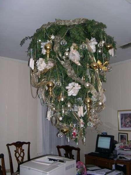 Albero di Natale al soffitto