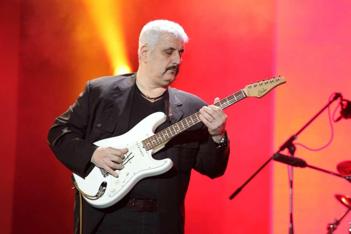 Pino Daniele alla chitarra