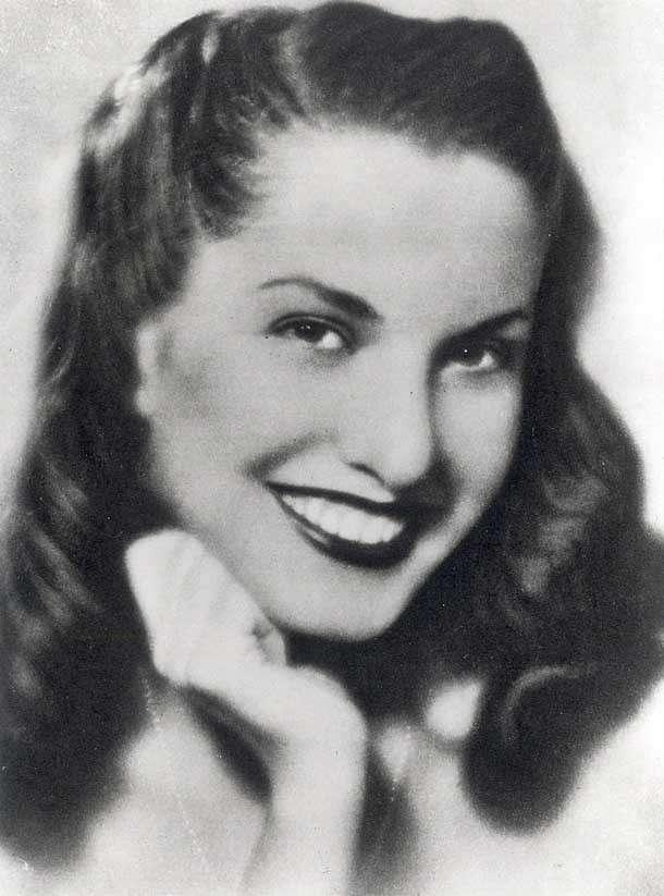 1941 - Adriana Serra