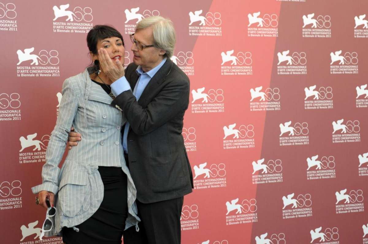 Vittorio Sgarbi affettuoso con sua sorella Elisabetta
