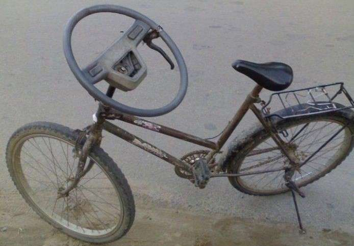 Bici con volante al posto del manubrio
